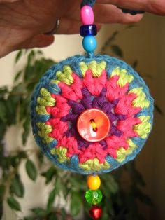 Crochet ornaments idea (not a pattern) Crochet Christmas Decorations, Crochet Decoration, Crochet Ornaments, Holiday Crochet, Christmas Knitting, Crochet Home, Love Crochet, Crochet Crafts, Yarn Crafts