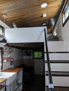 Huge mountain views from a tiny house. If you have ever wondered about living tiny Tiny Houses For Rent, Best Tiny House, Tiny House On Wheels, Tiny House Rentals, Tiny House Living, Tiny House Design, Mountain View, Usa, Interior