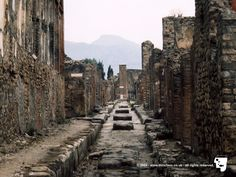 This is a testament to the advanced culture of Pompeii in 79 AD before the eruption of Vesuvius. It is also an example for Naples and the surrounding area should another eruption occur.