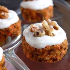 Use maple syrup in place of honey to make this vegan. Raw Mini Carrot Cakes with Cinnamon Glaze