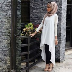 I love this hijab look. The white shirt with a long-draping back gives it an edgy look with the modesty of a faux-baya.