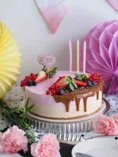 Synttärihuumaa: No bake Kinuski-Punaherukkakakku Most Delicious Recipe, Delicious Cake Recipes, Yummy Cakes, Cake Fillings, Easy Baking Recipes, Cake Cover, Drip Cakes, Piece Of Cakes, Frosting Recipes