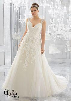 Νυφικά Φορέματα για ΠΑΧΟΥΛΕΣ: Νυφικό Φόρεμα, για Παχουλή με Ράντες Κεντημένες. Κωδ. 3222 Tulle Wedding Gown, Tulle Gown, Bridal Wedding Dresses, Wedding Dress Styles, Bridal Lace, Designer Wedding Dresses, Bridal Style, Tulle Lace, Wedding Bride