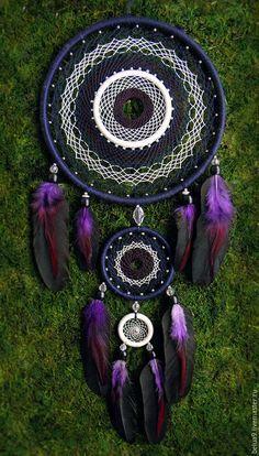 Purple Dream Catcher, Dream Catcher Decor, Dream Catcher Mobile, Diy Arts And Crafts, Hobbies And Crafts, Handmade Crafts, Bohemian Style Home, Los Dreamcatchers, Crochet Wall Art