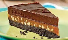 Nevjerovatna torta koja se lako sprema, hrskava i kremasta…  Sastojci:  Za koru:  650 g izmrvljenog čokoladnog keksa 150 g istopljenog putera še