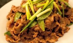 A Chinese dish that's definitely a must-try, making this Beef in Oyster Sauce dish is a breeze as all ingredients are just within reach! Filipino Recipes, Asian Recipes, Beef Recipes, Oyster Sauce, Grubs, Food Preparation, Stir Fry, Oysters, Make It Simple