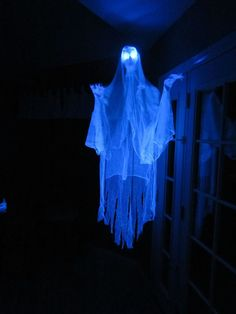 Haunted House Decoration Ideas Ghost Haunted House Ideas More Halloween Haunted House Prop Ideas Outside Halloween Decorations, Haunted House Decorations, Theme Halloween, Halloween Haunted Houses, Outdoor Halloween, Halloween Ghosts, Halloween House, Holidays Halloween, Halloween Crafts