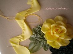This Pin was discovered by Sve Ribbon Art, Diy Ribbon, Fabric Ribbon, Ribbon Crafts, Flower Crafts, Fabric Crafts, Ribbon Rose, Cloth Flowers, Fabric Roses