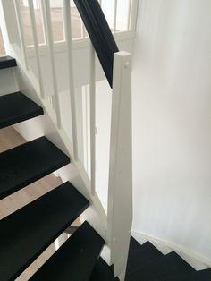 Vitmålad u-trappa med svartlackerade steg och handledare. Stockholm, Stairs, Inspiration, Home Decor, Biblical Inspiration, Stairway, Decoration Home, Room Decor, Staircases