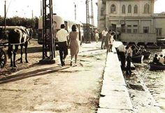 (1960'lı yılların ilk yarısı) Kadıköy iskelesi'ne doğru Ottoman Empire, Historical Pictures, Once Upon A Time, Istanbul, Nostalgia, Heaven, Street View, Black And White, History