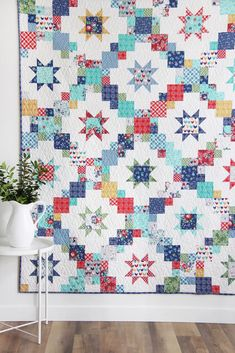 Love the look of a scrappy quilt without digging through your scraps? Brightly is the perfect quilt to make with a layer cake, fat quarters, or scraps! You can make an entire quilt with just one layer cake - 10 Quilts Vintage, Vintage Quilts Patterns, Patchwork Quilt Patterns, Fat Quarter Quilt Patterns, Crochet Quilt Pattern, Star Quilts, Scrappy Quilts, Easy Quilts, Quilt Blocks