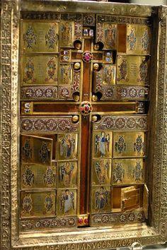 Η βυζαντινή Σταυροθήκη του Limbourg. http://leipsanothiki.blogspot.be/
