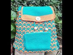 ¡Hola! el proyecto de hoy es una mochila tejida donde combinamos dos colores, aquí les dejamos el link, para que vean como se hace la base ovalada, recuden d... Knitted Fabric, Knit Crochet, Crochet Bags, Mochila Crochet, Straw Bag, Diy And Crafts, Lunch Box, Baby, Backpacks
