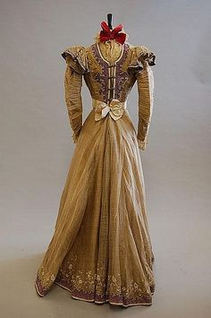 Summer Gown (image 4) | House of Worth | France; Paris | 1897 | silk organza, spangles | Kerry Taylor Auctions | June 8, 2010/Lot 37