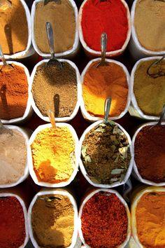 Recette de mélange de quatre épices - Les quatre épices sont utilisées dans les vinaigrettes, les salades, les conserves, les plats de viandes de légumes et même les boissons comme l'hypocras. Faites vous même votre mélange d'épices grâce à cette recette.