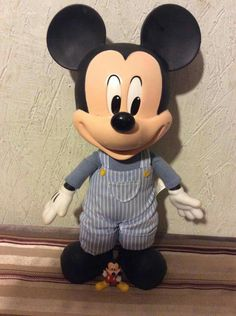 Mickey Mouse, Disney Characters, Fictional Characters, Art, Michey Mouse, Kunst, Baby Mouse, Fantasy Characters, Art Education