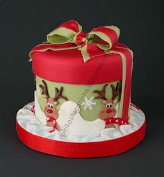 A fun xmas cake. Christmas Cake Designs, Christmas Cake Decorations, Christmas Cupcakes, Christmas Sweets, Holiday Cakes, Noel Christmas, Christmas Goodies, Christmas Baking, Xmas Cakes
