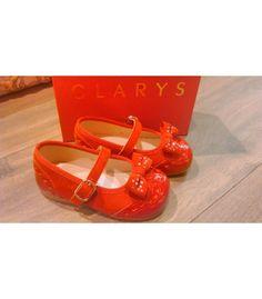 Comprar Francesita clarys charol rojo | Una preciosa combinación que termina con un finísimo lazo delantero | Toda en piel. #calzadoinfantil #zapatosniña http://www.migatitopepo.es/13-zapatos-nina-merceditas