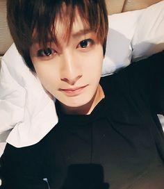 Jaehyo His eyes are so dazzling...✨✨ . 눈이여자보다이쁘다니정말스프다 ㅠㅜㅠ #블락비 #재효 #안재효 #blockb #jaehyo