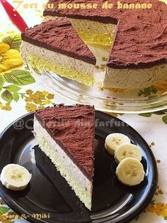 Tort cu mousse de banane ~ OMG m dying 😍 Yummy Treats, Delicious Desserts, Sweet Treats, Holiday Desserts, No Bake Desserts, Romanian Desserts, Cake Recipes, Dessert Recipes, Different Cakes