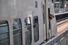 Shinkansen in der Station Shin Osaka