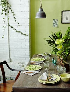 A green tablescape, featuring the Old Havana Dinnerware, and Highland Flatware Caddy. Spring green tablescape / decor