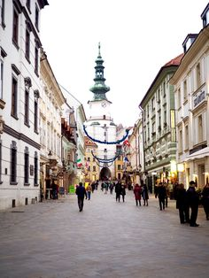 Bratislava - My new favorite city in Eastern Europe River Cruises In Europe, European River Cruises, Montenegro, Bósnia E Herzegovina, Danube River Cruise, Places To Travel, Places To Visit, Viking River, Bratislava Slovakia