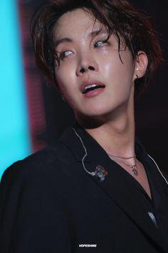"""hoseok and his natural skin tone - a THREAD"" Gwangju, Jung Hoseok, Foto Bts, Kpop, J Hope Smile, J Hope Tumblr, Taehyung, Vhope Fanart, Les Bts"