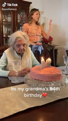 Gramma dropping bombs on her birthday Say What Meme, Funny Fails, Funny Memes, Hair Fails, My Stomach Hurts, What To Do When Bored, Offensive Humor, Baby Goats, Funny Laugh