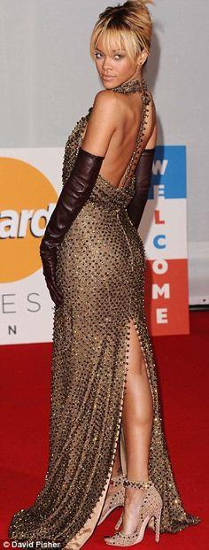 Rihanna, Nicole Scherzinger and Lana Del Rey heat up the red carpet at the Brit Awards Rihanna Red Carpet, Rihanna Show, Rihanna Hairstyles, Backless Gown, Givenchy Women, Nicole Scherzinger, Beautiful Gowns, Dream Dress, Nice Dresses
