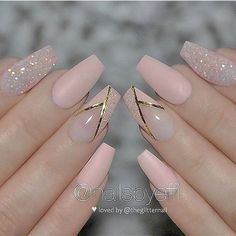Matte Light Peach with Glitter and Gold Stripes on Coffin Nails ? Gold Nails, Glitter Nails, Fun Nails, Matte Nails, Pink Glitter, Spring Nail Art, Spring Nails, Bridal Nails, Wedding Nails