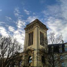 @janettesvn Instagram photos | Rue des Ecoles #Parisinthesun #lookedup #Paris5 #QuartierLatin #Paris #architecture #IloveParis #instafrance #instaparis #igersparis #ig_paris