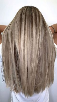 Need some hair color inspiration, don't you? And we'll gladly provide you with current hair color trends and ideas. Contemporary trendy blonde :This blond... Dark Blonde Hair Color, Blonde Hair Shades, Hair Color Streaks, Light Blonde Hair, Blonde Hair Looks, Blonde Hair With Highlights, Balayage Hair Blonde, Brown Blonde Hair, Light Hair