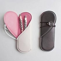 Fitness gift ideas [for beginners and freaks] Diy Bags No Sew, Japanese Bag, Easy Stitch, Accesorios Casual, Sewing Stitches, Pen Case, Leather Working, Statement Jewelry, Leather Craft