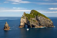 Hole-in-the-Rock, Bay of Islands, The North Island, New Zealand