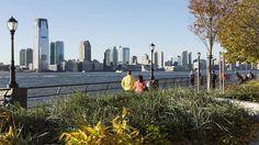 NewYork là thành phố đông dân nhất nước Mỹ và cũng là một trong những vùng đô thị đông dân nhất trên thế giới.Thành phố nổi tiếng nhất thế giới này là tâm điểm trong rất nhiều bộ phim, nhiều tới mức mà bạn có thể cảm giác như mình đã từng đến đây rồi. Nhưng để thực sự cảm nhận được khí thế và sự hồ hởi của New York, bạn sẽ cần phải tới tận nơi và tự mình trải nghiệm. Dưới đây là những điều cực kỳ thú vị về thành phố xinh đẹp này mà có thể bạn chưa biết, chúng sẽ làm bạn bất ngờ đấy