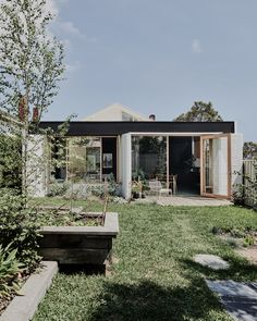 Brunswick West House is a Californian bungalow design by Taylor Knights Architects. Tropical Architecture, Australian Architecture, Australian Homes, Interior Architecture, Interior And Exterior, Interior Design, Melbourne Architecture, Room Interior, Bungalow Extensions