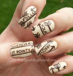 Arrow nail art