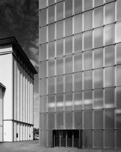 Peter Zumthor : Kunsthaus Bregenz, Austria (1997) | Photograph : Hélène Binet
