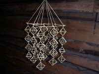 Himmeli mobile - simple and elegant. Straw Decorations, Straw Art, Christmas Paper Crafts, Holiday Crafts, Weaving Designs, Weaving Art, Button Art, Scandinavian Christmas, Handmade Ornaments