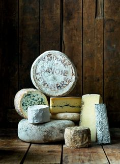 A lot of favorites in this pic - from Tomme de Savoie, to Morbier! Fromage Cheese, Queso Cheese, Wine Cheese, Cheese Shop, Cheese Lover, Craving Cheese, Food Photography Styling, Food Styling, French Cheese