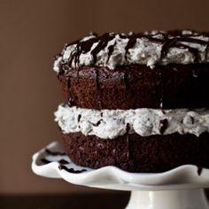 Oreo Cake - PMG so rich but super good! Like a gigantic oreo cookie Food Cakes, Cupcake Cakes, Mini Cupcakes, Sweet Recipes, Cake Recipes, Dessert Recipes, Dessert Healthy, Healthy Cake, Recipes Dinner