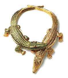 A Cartier necklace designed for Mexican film goddess Maria Felix; she reputedly brought a baby crocodile to Cartier in a fishbowl. High Jewelry, Jewelry Box, Vintage Jewelry, Jewelry Accessories, Jewelry Design, Gold Jewelry, Jewelry Making, Cartier Necklace, Cartier Jewelry