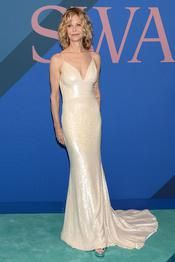 Bella Hadid, Nicole Kidman, Meg Ryan... Retour sur les looks des CFDA Fashion Awards 2017