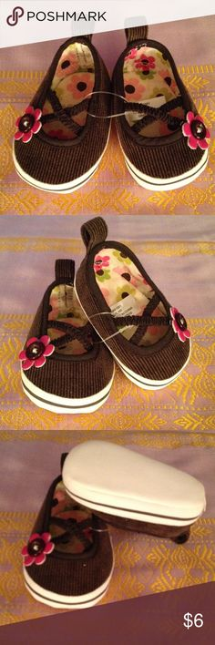 Baby girl shoes Baby girl newborn shoes. Place bran. Tennis shoe slip on style. Super cute. Place Shoes Sneakers