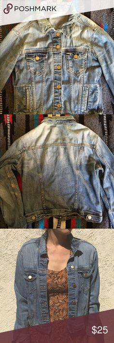Zara denim jacket vintage blue washed soft denim Zara denim jacket vintage blue washed soft denim. Jean jacket made to look vintage with some worn in spots on the arm. Jacket has a very vintage feel✌🏼️ Zara Jackets & Coats Jean Jackets