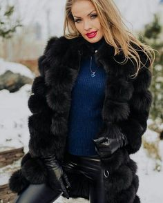 Women in leather gloves and fur, one of my favorite looks Gloves Fashion, Fur Fashion, Womens Fashion, Black Fur Coat, Black Leather Gloves, Coats For Women, Jackets For Women, Clothes For Women, Leder Outfits