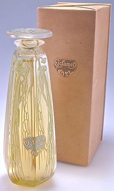 """Francois Coty """"Cyclamen"""" perfume bottle dated from the 1920s. bottle Lalique"""