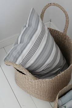 Villaa ja vaniljaa -blogi Villa, Pillows, Gray, Summer, Photos, House, Home Decor, Summer Time, Decoration Home