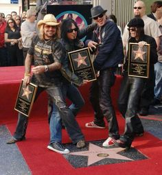Crue Walkin the Walk on the Walk of Fame! <3  {GM}